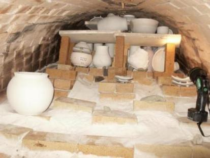 Loading the anagama kiln with unfired pottery (yakishime)